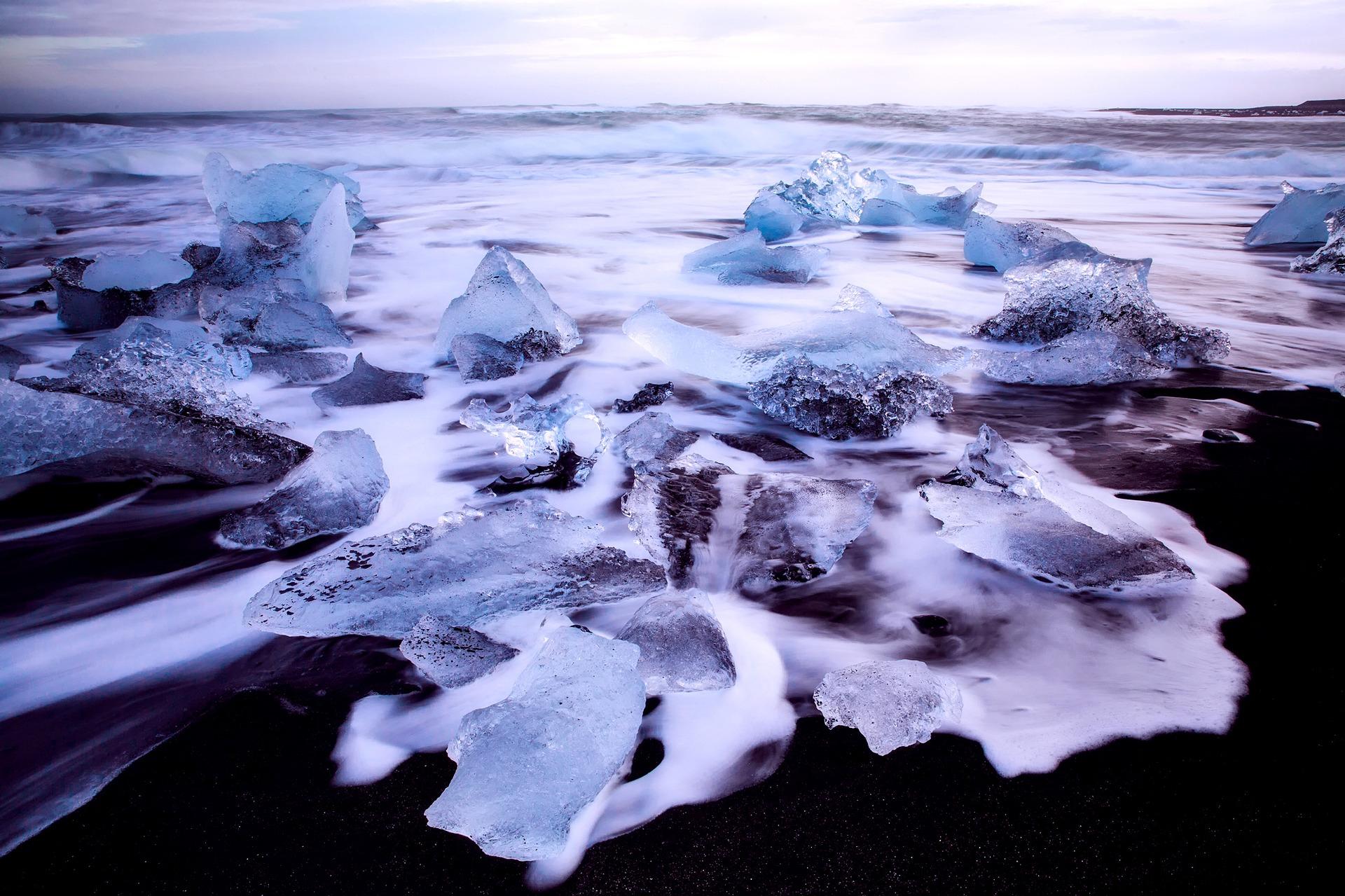 iceland-2361235_1920.jpg